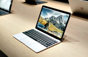 MacBook Apple 300x196 - MacBook Terbaru Apple Akan Menggunakan Prosesor iPhone?